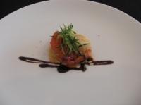 前菜はピンクグレープフルーツと魚介のカルパッチョ