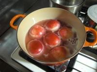 桃を煮込み中