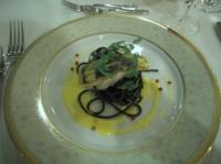 魚料理 スズキのポワレ イカスミパスタ添え