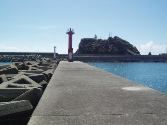 鴨川港赤灯台堤防先端付近