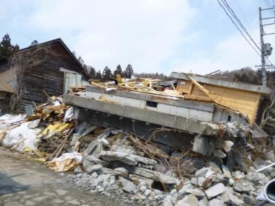 倒壊した住宅
