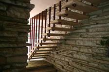 階段の裏側。