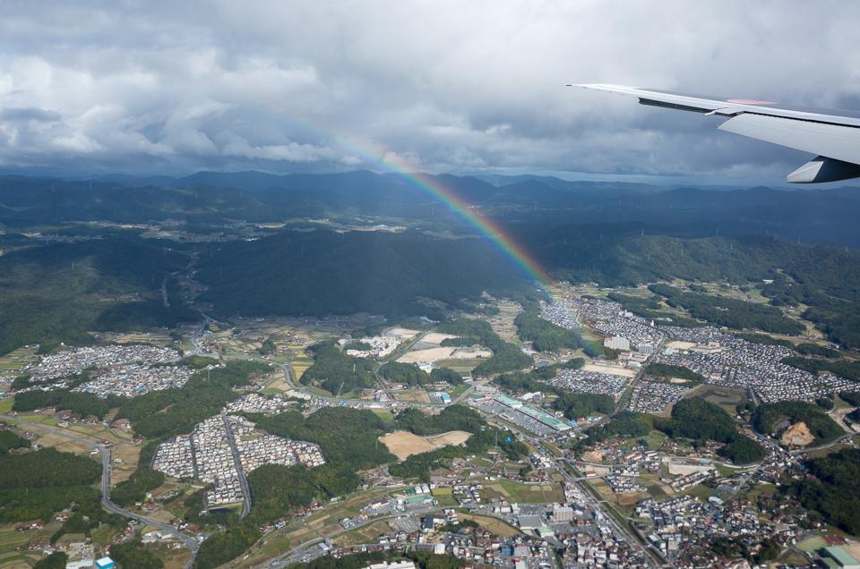 飛行機から見た虹