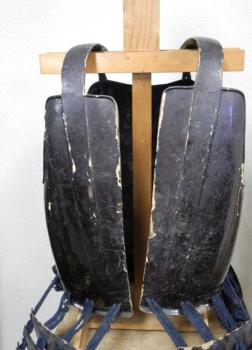 鉄黒漆塗「小の字」紋背割胴2
