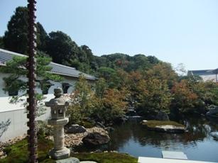 伏見稲荷社務所庭