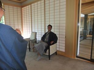 伏見稲荷社務所椅子