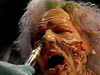 ブレインデッド 鼻の穴に注射器