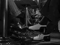 見知らぬ乗客 靴