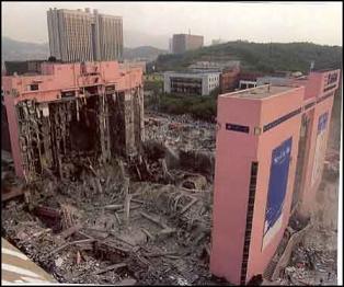 倒壊した三豊デパート