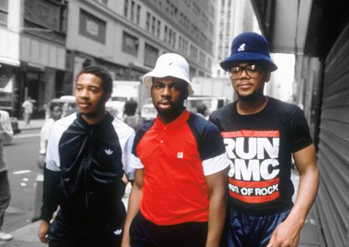 KANGOLが日本のストリートファッションとして爆発的な人気を誇ったのは、 やっぱり80年代のNYで始まったヒップホップからの影響が大きいですよね。