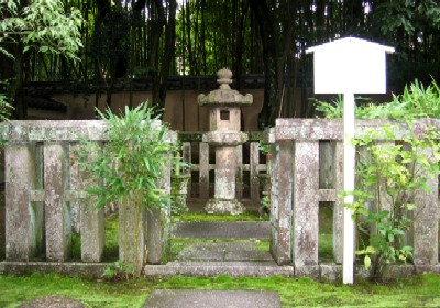 忠興ガラシア墓