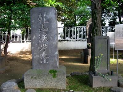 尾形乾山墓碑