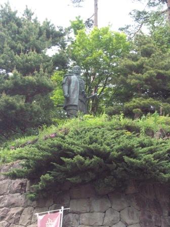 謙信公銅像1
