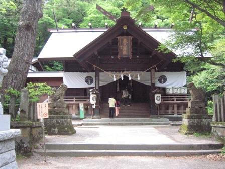春日山神社本殿