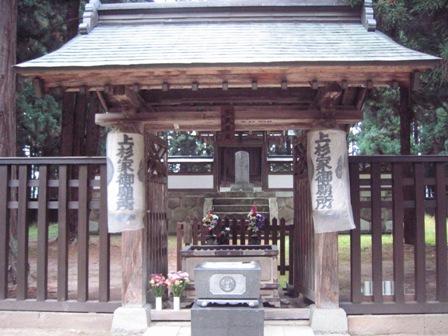 謙信公御廟2
