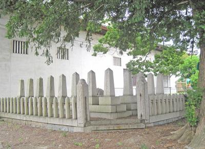 8志士の墓