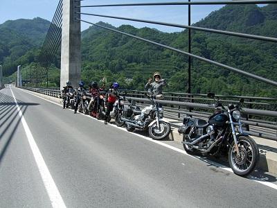 橋の上に停車_14