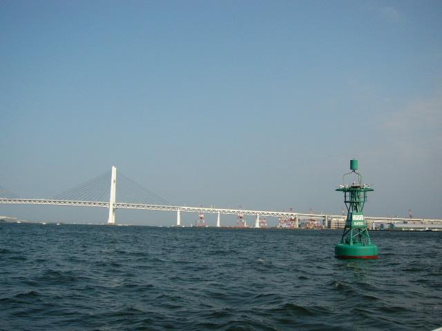 横浜港から見るベイブリッチ
