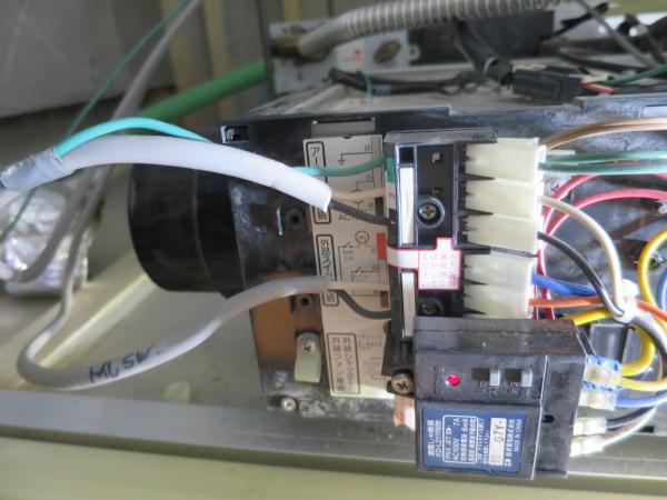8 電源リモコン配線撤去.JPG