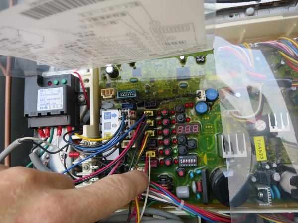 17暖房リモコンコネクター確認.JPG