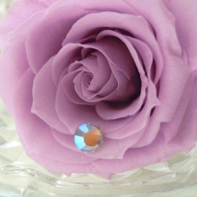 お花とキラキラストーン