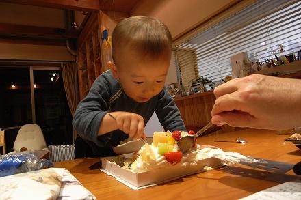 ケーキを食べるんだ