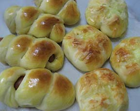 ウィンナーロールとチーズパン