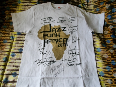 MARCUS MILLERS AUTOGRAPH ADDED TO JAZZ FUNK AFRICA! T-SHIRT