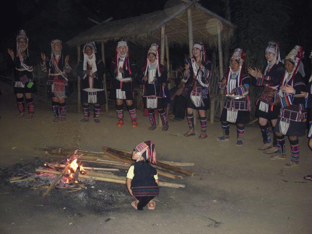 アカ族踊り