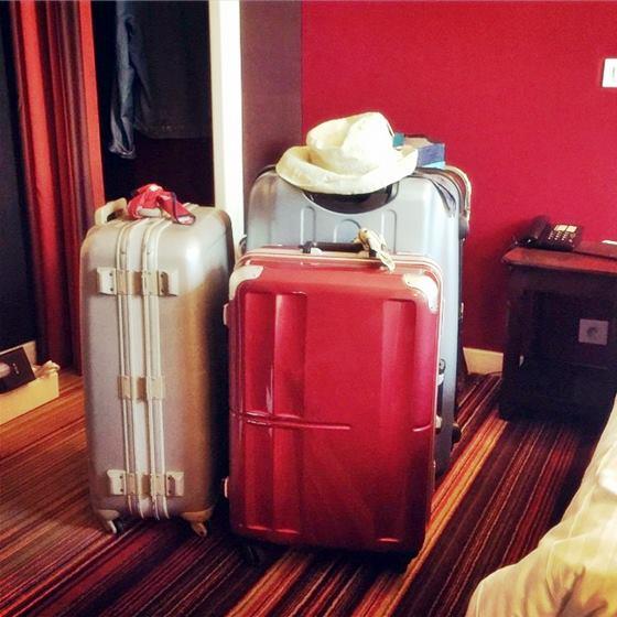パリ展からの帰国時の荷物。3戸に減った。