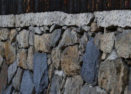 寺の、おじさんの家の、徳川時代の石垣