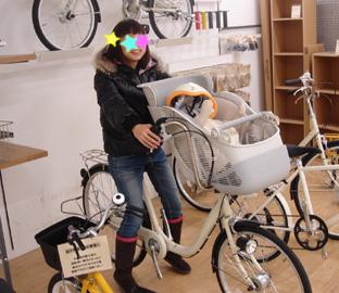 これは電動じゃないけど、無印の子乗せ自転車 電動じゃなかったらコレ買おうかな~。 配色が無印っぽくて可愛い。