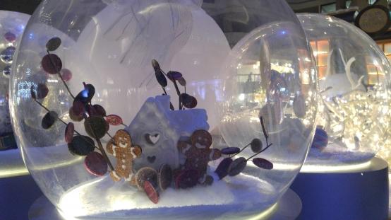 クリスマス モントリオール カナダ 冬のイベント chiristmas gingerbreadman snowball スノーボール