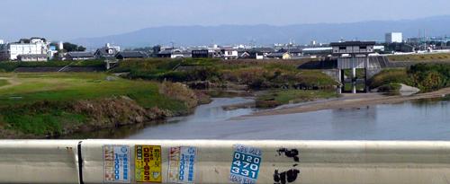 大和川を渉る