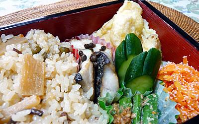 炊き込みご飯と筍の天ぷらのお弁当