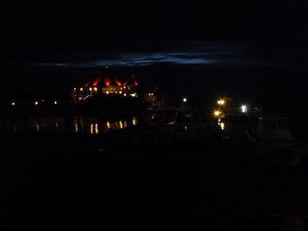 夜のドルフィンラグーン