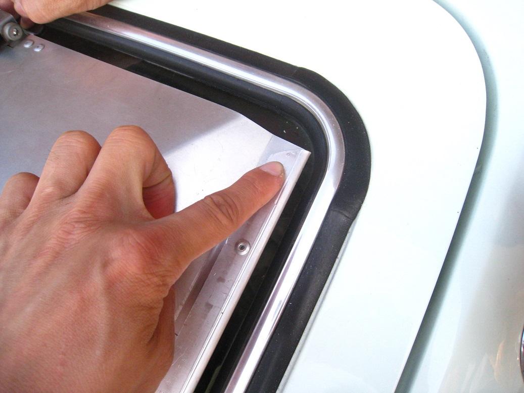 TOYOTA Genuine 64831-14050 Window Glass Weatherstrip