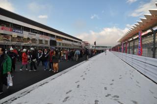 富士スピードウェイ コース横の雪