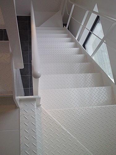 チェッカープレート階段