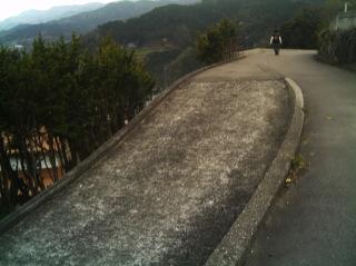 賢見神社へ続く山道にて�