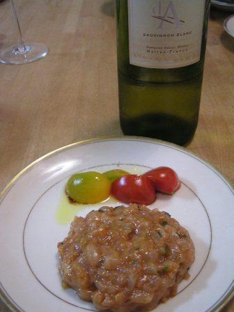鶏のタルタルとワイン