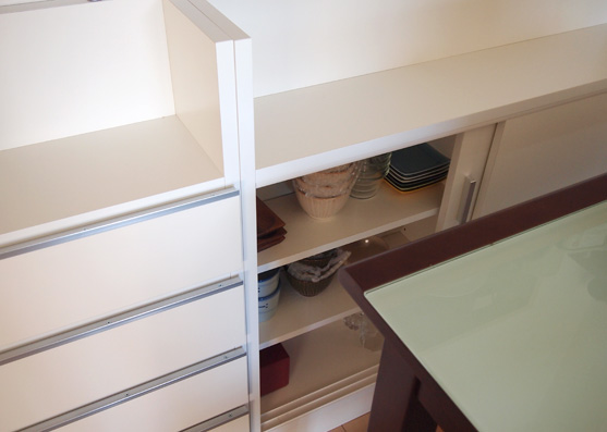 キッチンカウンターの下に収納を入れました