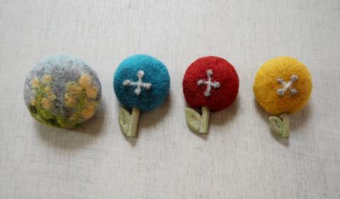 羊毛フェルトお花のブローチ
