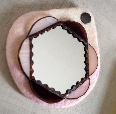 ステンド手鏡&羊毛ポーチ