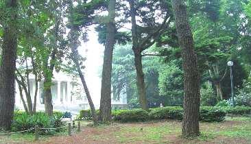 .大倉山記念館前庭