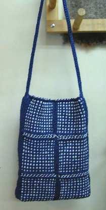 6月5日のフレーム織りモチーフのバッグ