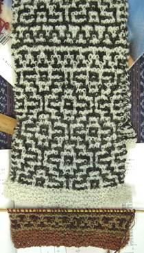 モザイク編みのマフラー