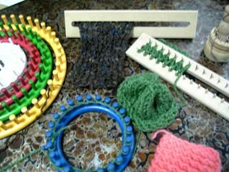 手紡ぎ糸でマフラーを編む