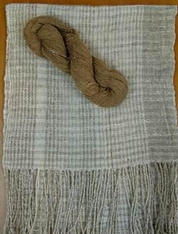 茶棉を手紡ぎしたものと手紡ぎ糸のマフラー