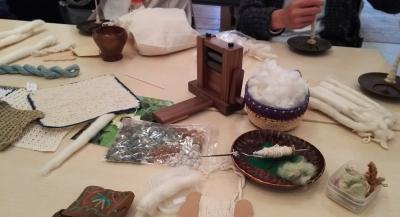 ミアザDSC_0926 タクリで棉を紡ぐ.jpg